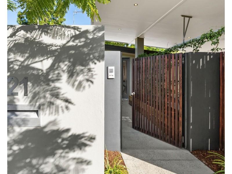 21 Naranga Avenue, Broadbeach Waters QLD 4218