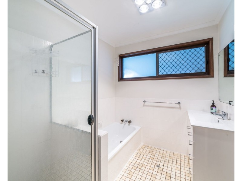 28 Allambi Avenue, Broadbeach Waters QLD 4218
