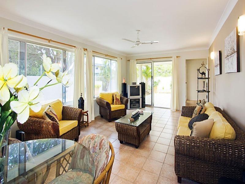 117 Allambi Avenue, Broadbeach Waters QLD 4218