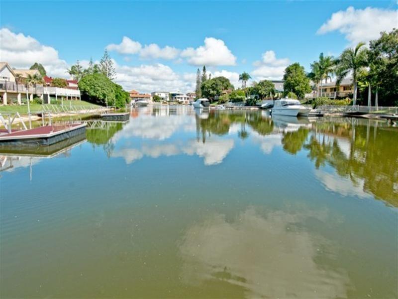 14 Bermuda Street, Broadbeach Waters QLD 4218