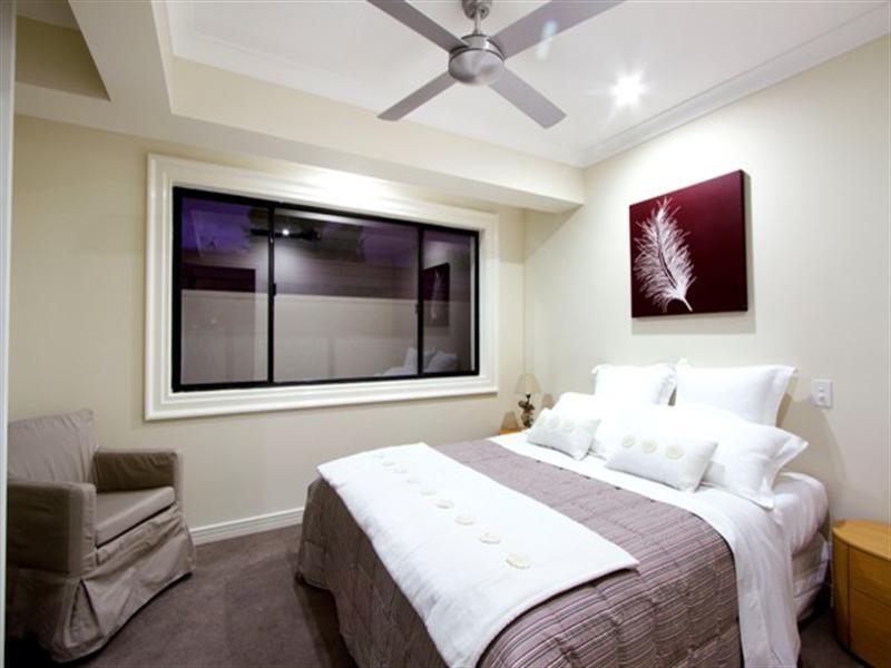 31 Park Avenue, Broadbeach Waters QLD 4218