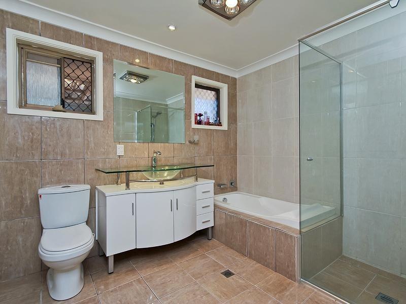 3 Rosemont Avenue, Broadbeach Waters QLD 4218