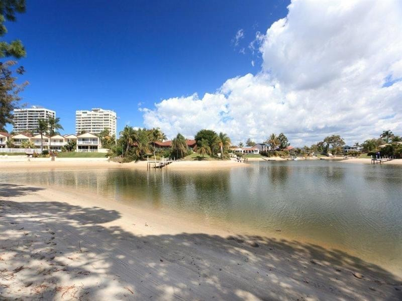 91 Clear Island Road, Broadbeach Waters QLD 4218