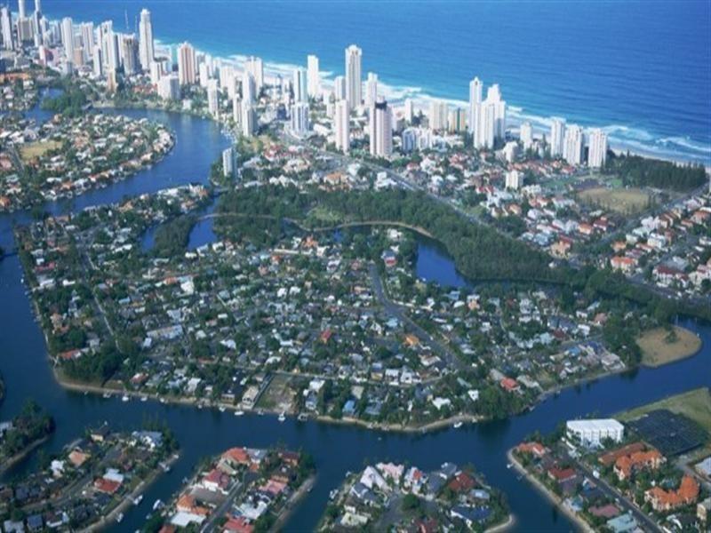 32 Boongala Road, Broadbeach Waters QLD 4218