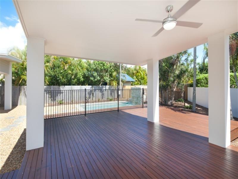 26 Boongala Road, Broadbeach Waters QLD 4218