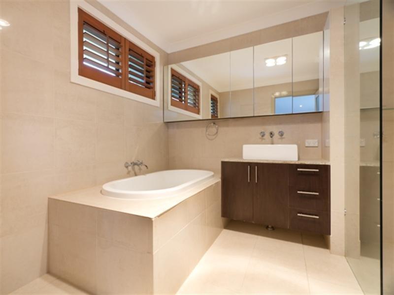 6 Naranga Avenue, Broadbeach Waters QLD 4218