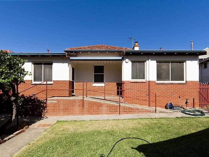 10 First Avenue, Woodbridge WA 6056