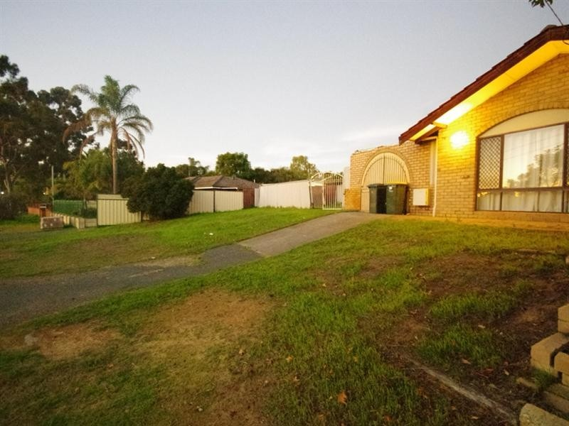 10 Gameson Way, Girrawheen WA 6064