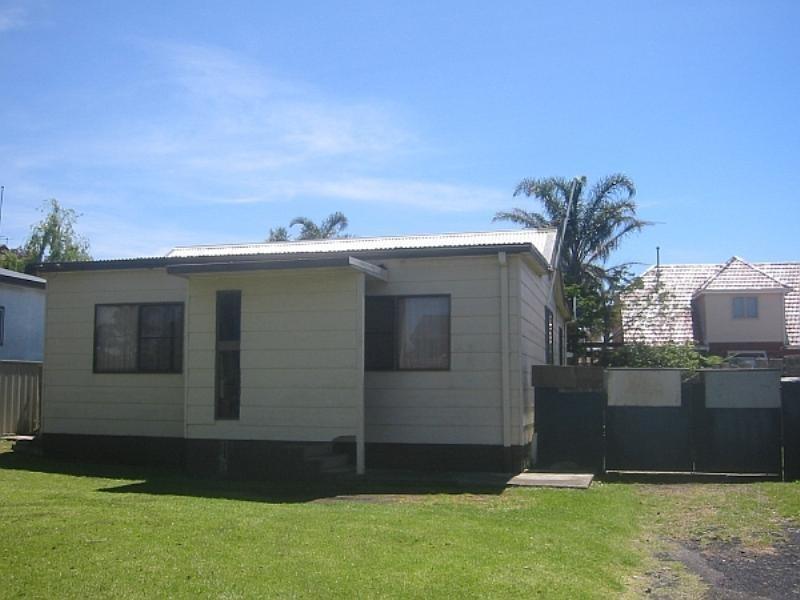 4 Lagoon Street, Barrack Heights NSW 2528