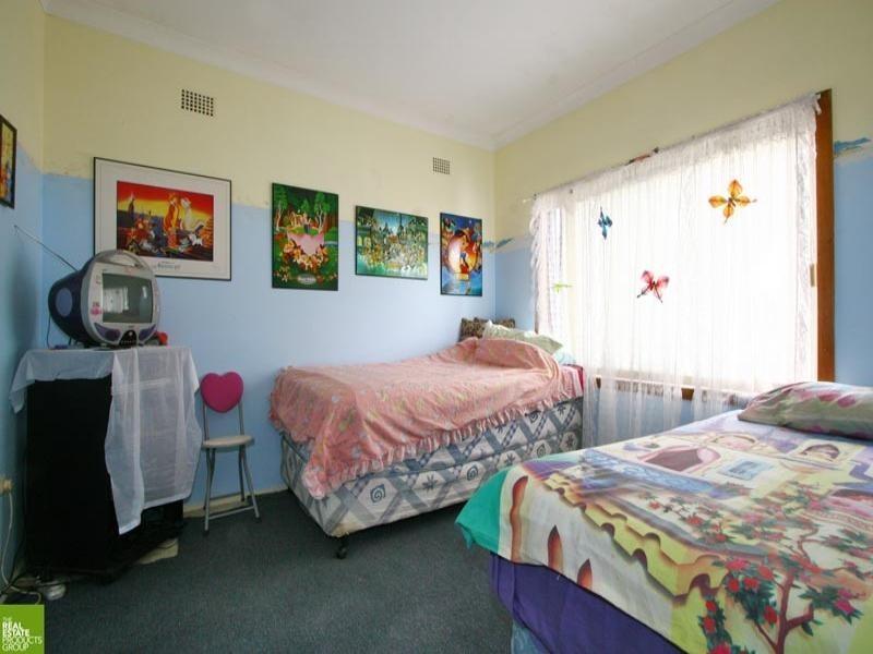 18 Daphne Street, Barrack Heights NSW 2528