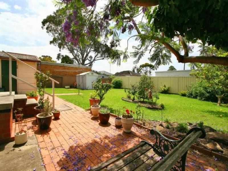 22 Cassia Street, Barrack Heights NSW 2528