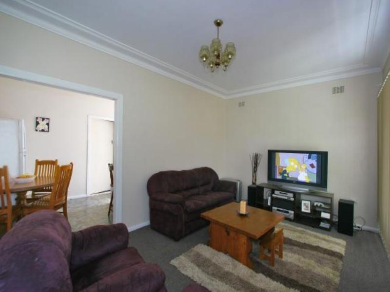 1 Bass Street, Barrack Heights NSW 2528