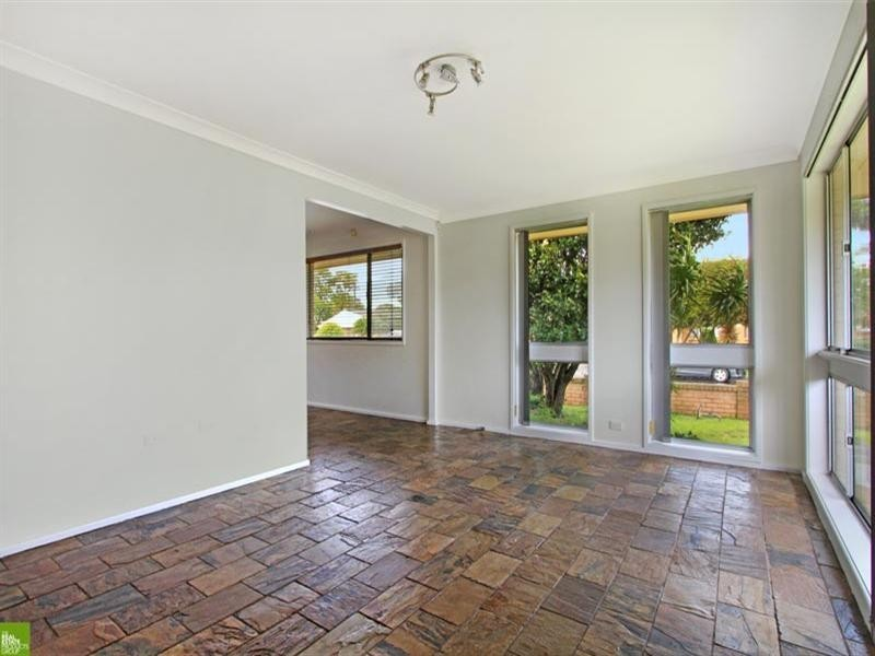 6 Lindesay Street, Barrack Heights NSW 2528