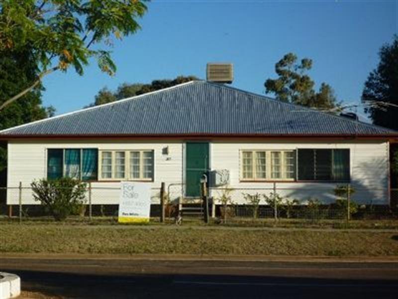 207 Oak Street, Barcaldine QLD 4725