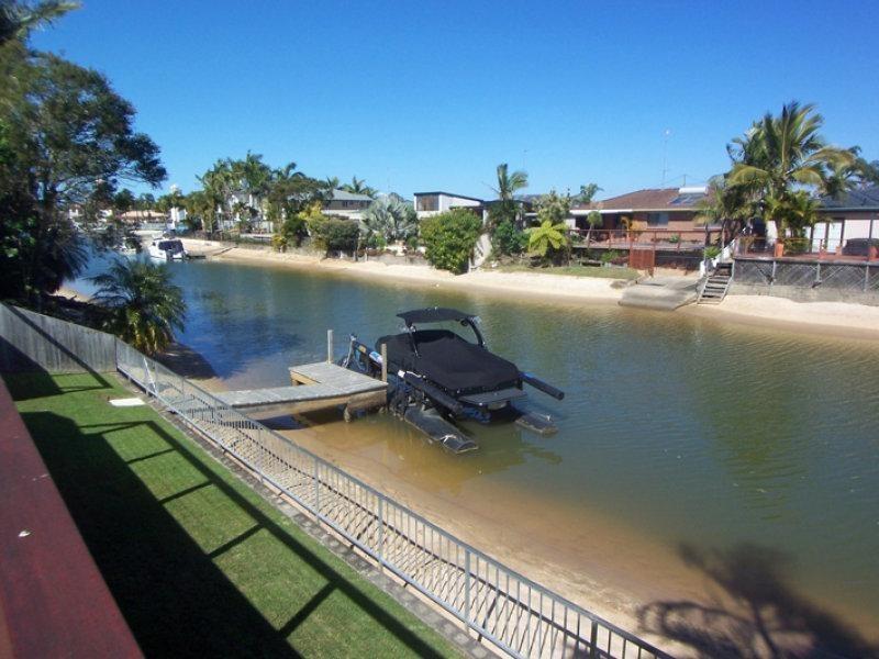 4 Alvarado Court, Broadbeach Waters QLD 4218