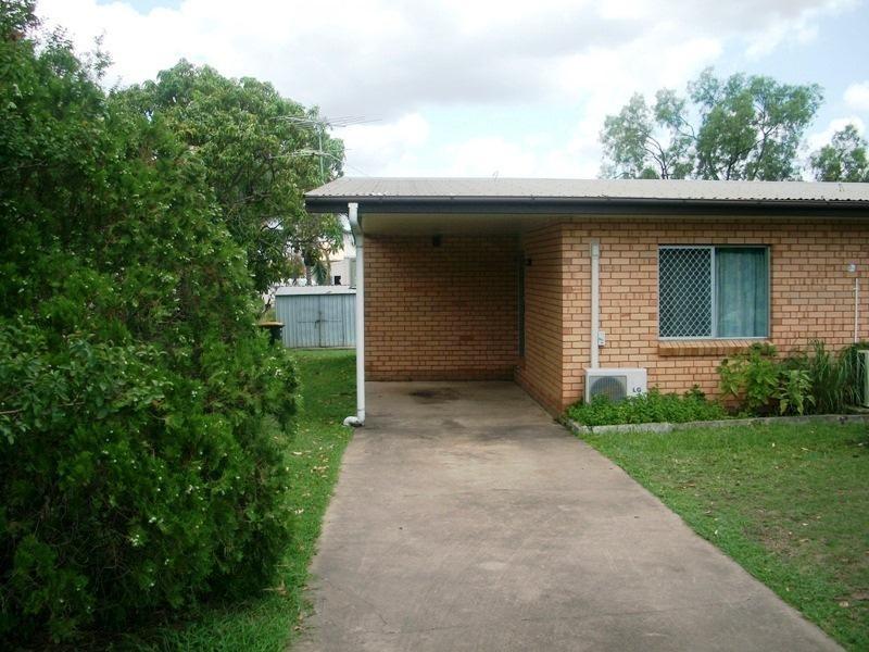 2/235 Farm Street, Kawana QLD 4701
