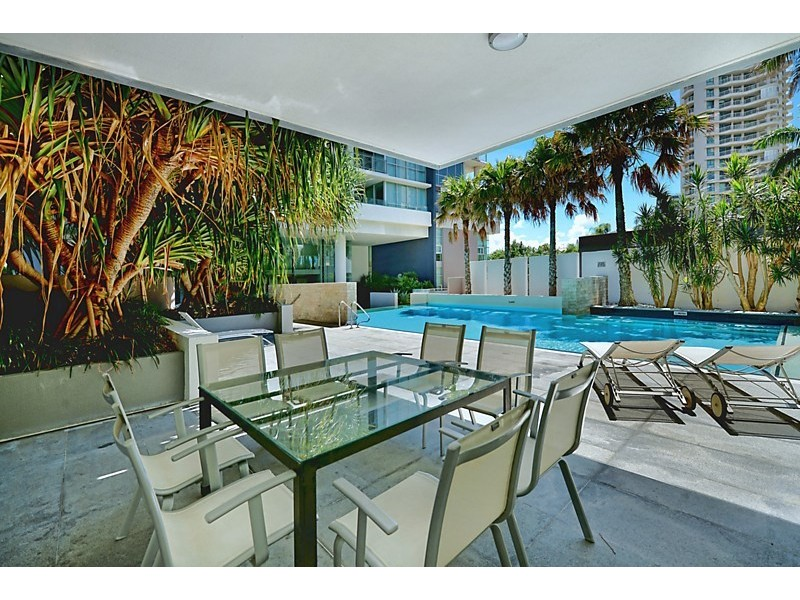 26 Breaker Street, Main Beach QLD 4217