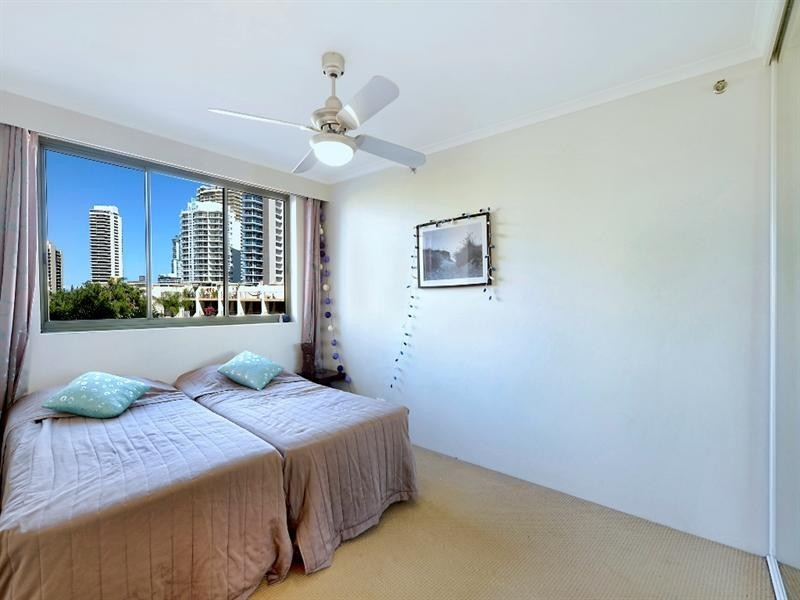 29 Woodroffe Avenue, Main Beach QLD 4217