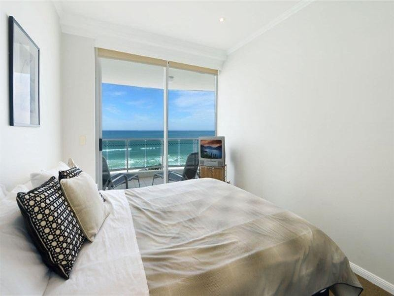 5 Woodroffe Avenue, Main Beach QLD 4217