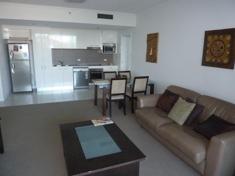 33 T.E Peters Drive, Broadbeach Waters QLD 4218