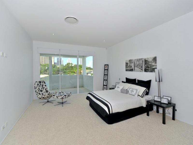 46 Sunshine Boulevard, Broadbeach Waters QLD 4218