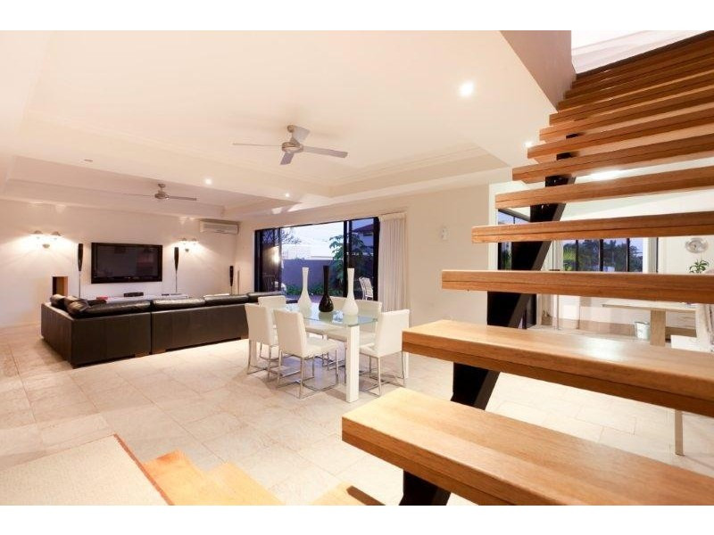 34 T E Peters Drive, Broadbeach Waters QLD 4218