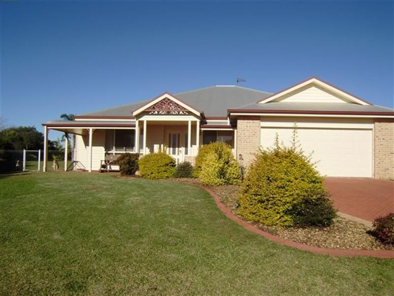 24 Fairview Crescent, Highfields QLD 4352