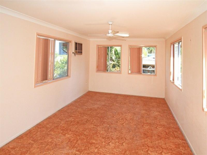 15 Crick Street, Kawana QLD 4701
