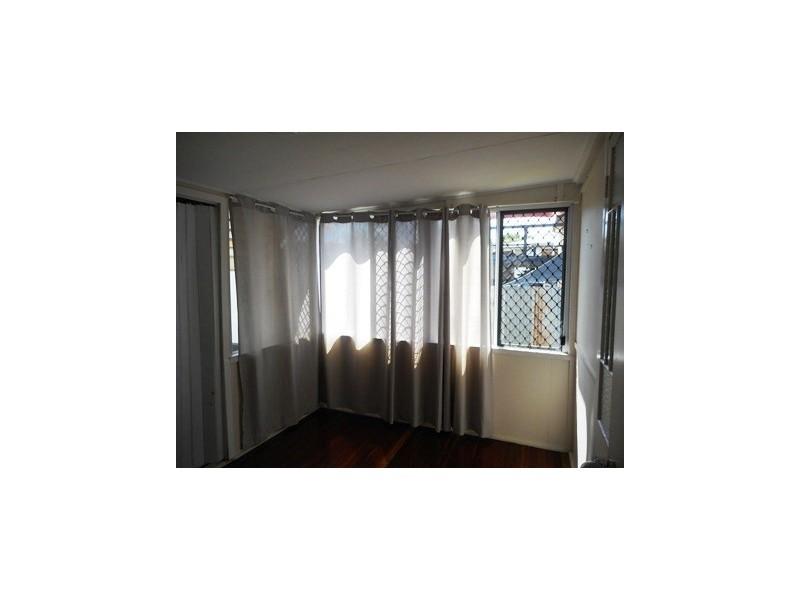 90 Main Street, Park Avenue QLD 4701
