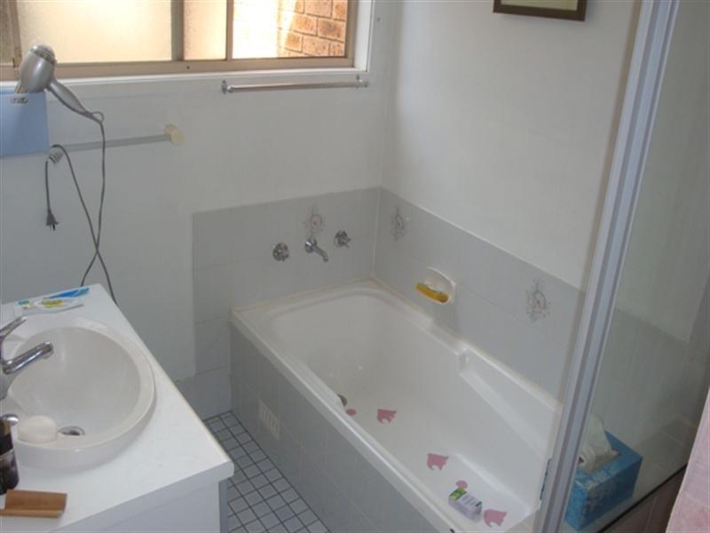 18B Gleeson Place, Abbotsbury NSW 2176