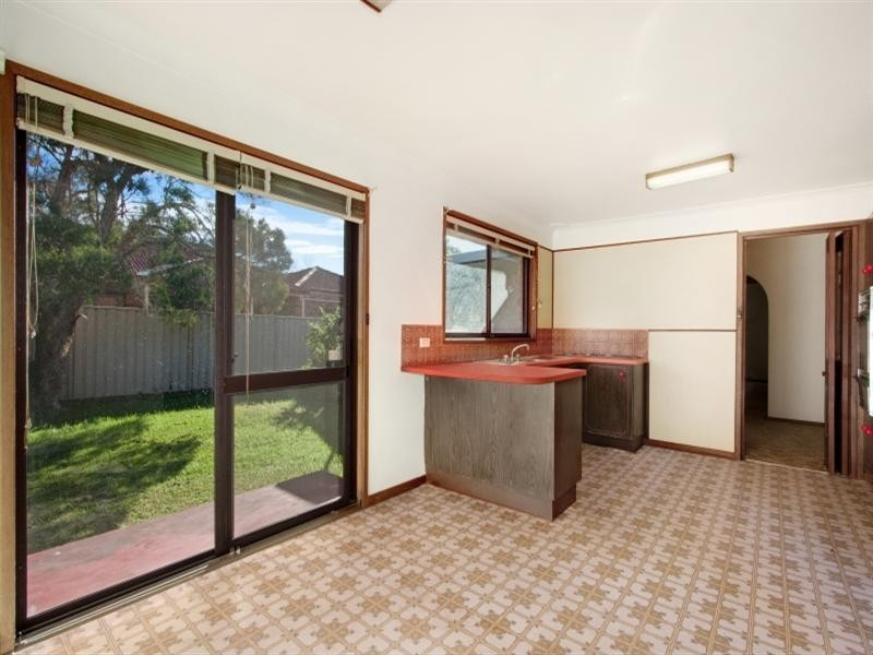 33 Ainsworth Crescent, Wetherill Park NSW 2164
