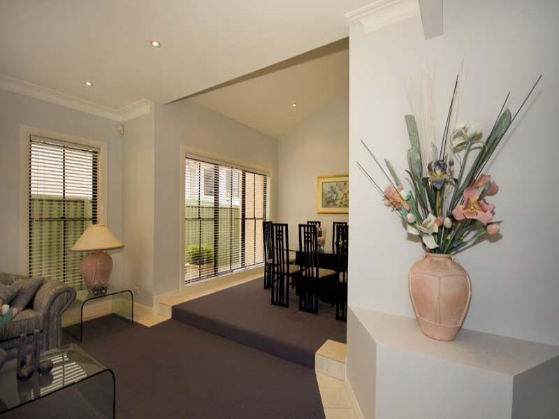 8 Rafter Crescent, Abbotsbury NSW 2176