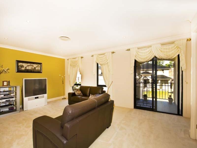 11 Kiernan Crescent, Abbotsbury NSW 2176