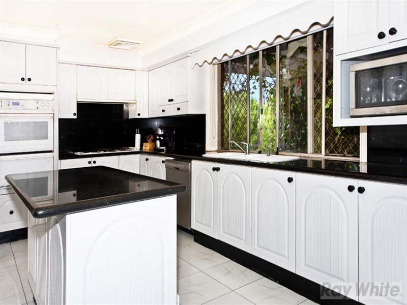 33 Mariner Crescent, Abbotsbury NSW 2176