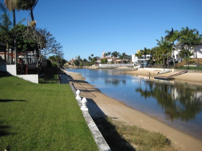 8 Alvarado, Broadbeach Waters QLD 4218