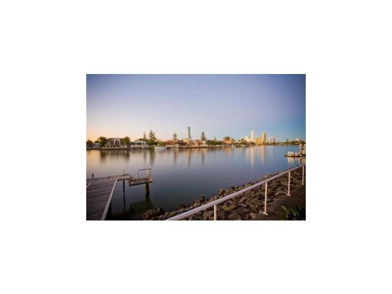 15 Cleland Crescent, Broadbeach Waters QLD 4218