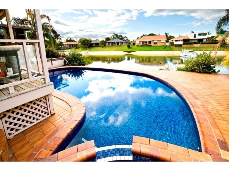 8 Moola Court, Broadbeach Waters QLD 4218