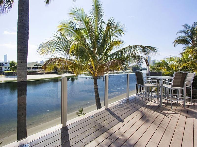 15 Crest View Key, Broadbeach Waters QLD 4218