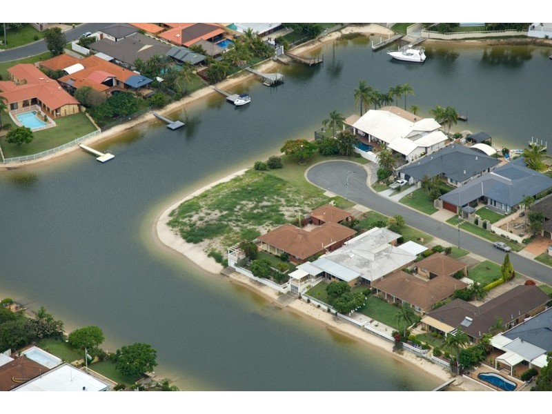 17 Grant Place, Broadbeach Waters QLD 4218