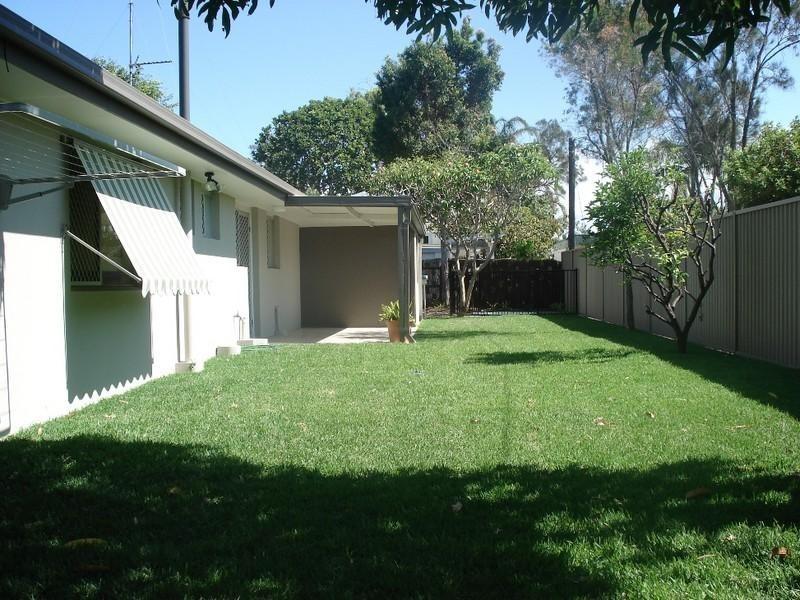 115 Allambi Avenue, Broadbeach Waters QLD 4218