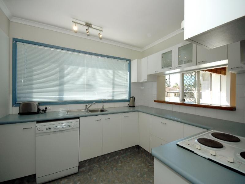 4 Coral Gables Key, Broadbeach Waters QLD 4218