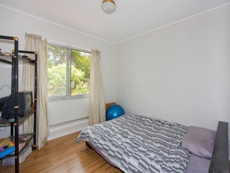 2 Naranga Avenue, Broadbeach Waters QLD 4218