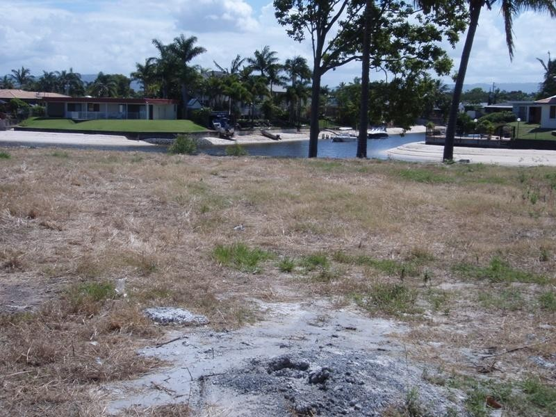 16 Carmel Court, Broadbeach Waters QLD 4218