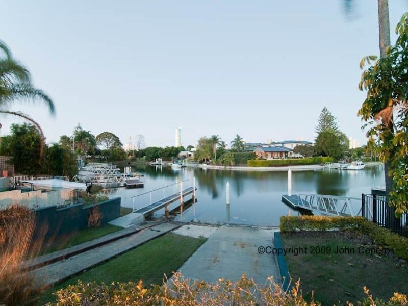 1 Meredith Drive, Broadbeach Waters QLD 4218