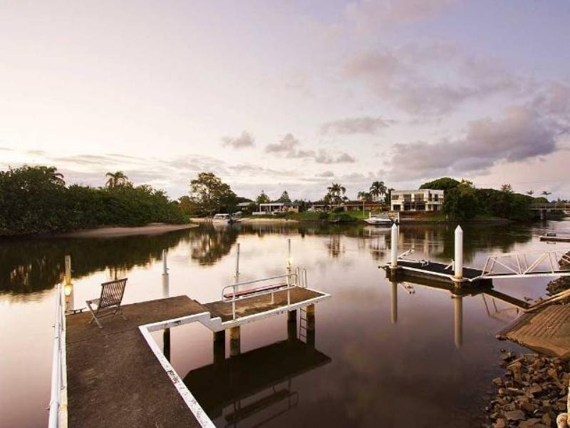 13 Savoy Drive, Broadbeach Waters QLD 4218