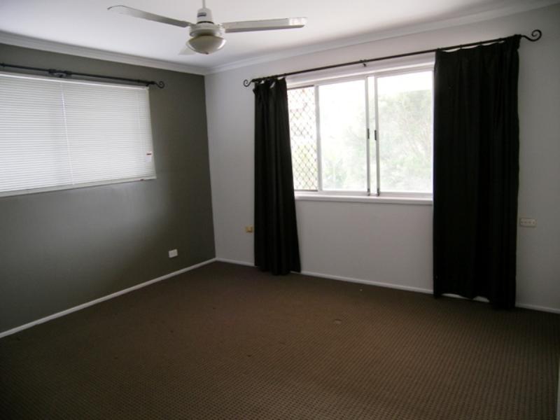 27 Park Avenue, Broadbeach Waters QLD 4218