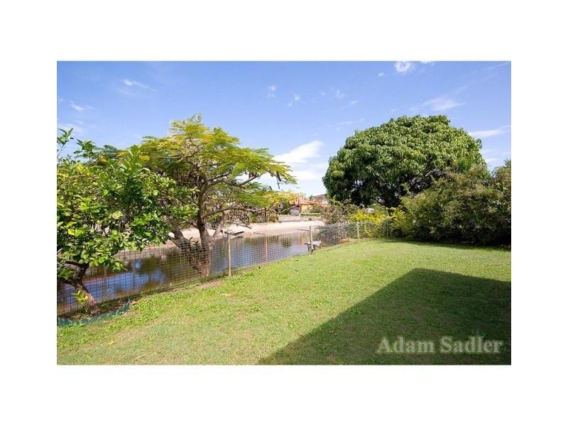 4 Summerland Key, Broadbeach Waters QLD 4218