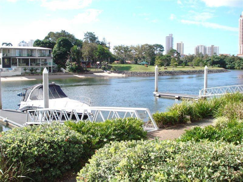 14 Fresh Water Point, 33 T E Peters Dirive, Broadbeach Waters QLD 4218