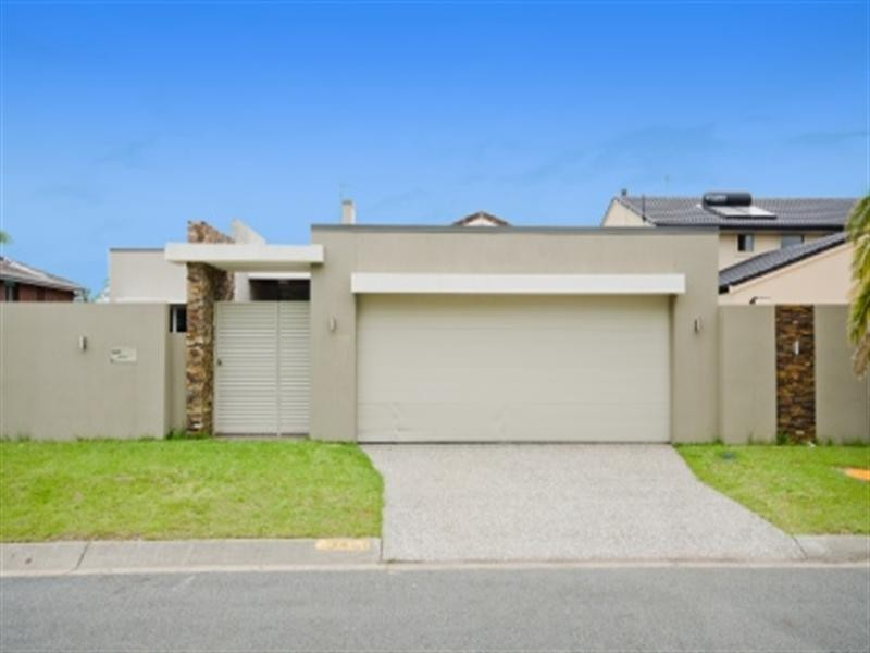 14 Bombala Street, Broadbeach Waters QLD 4218