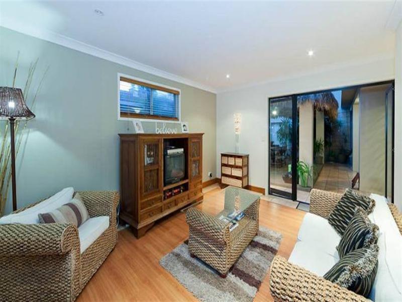 39 Beverley Crescent, Broadbeach Waters QLD 4218